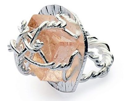 Iris Bodemer, ring, 2010. Foto met dank aan Galerie Marzee©