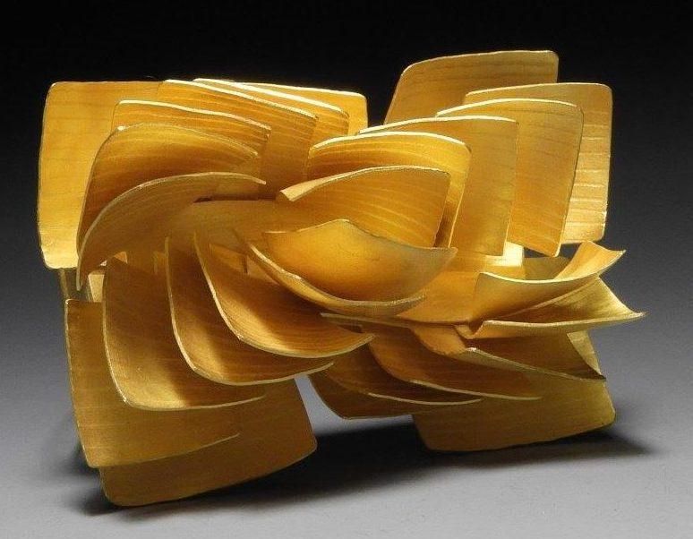 Jacqueline Ryan, Layered Structure - Half Spiral, broche, 2016. Foto met dank aan Jacqueline Ryan©