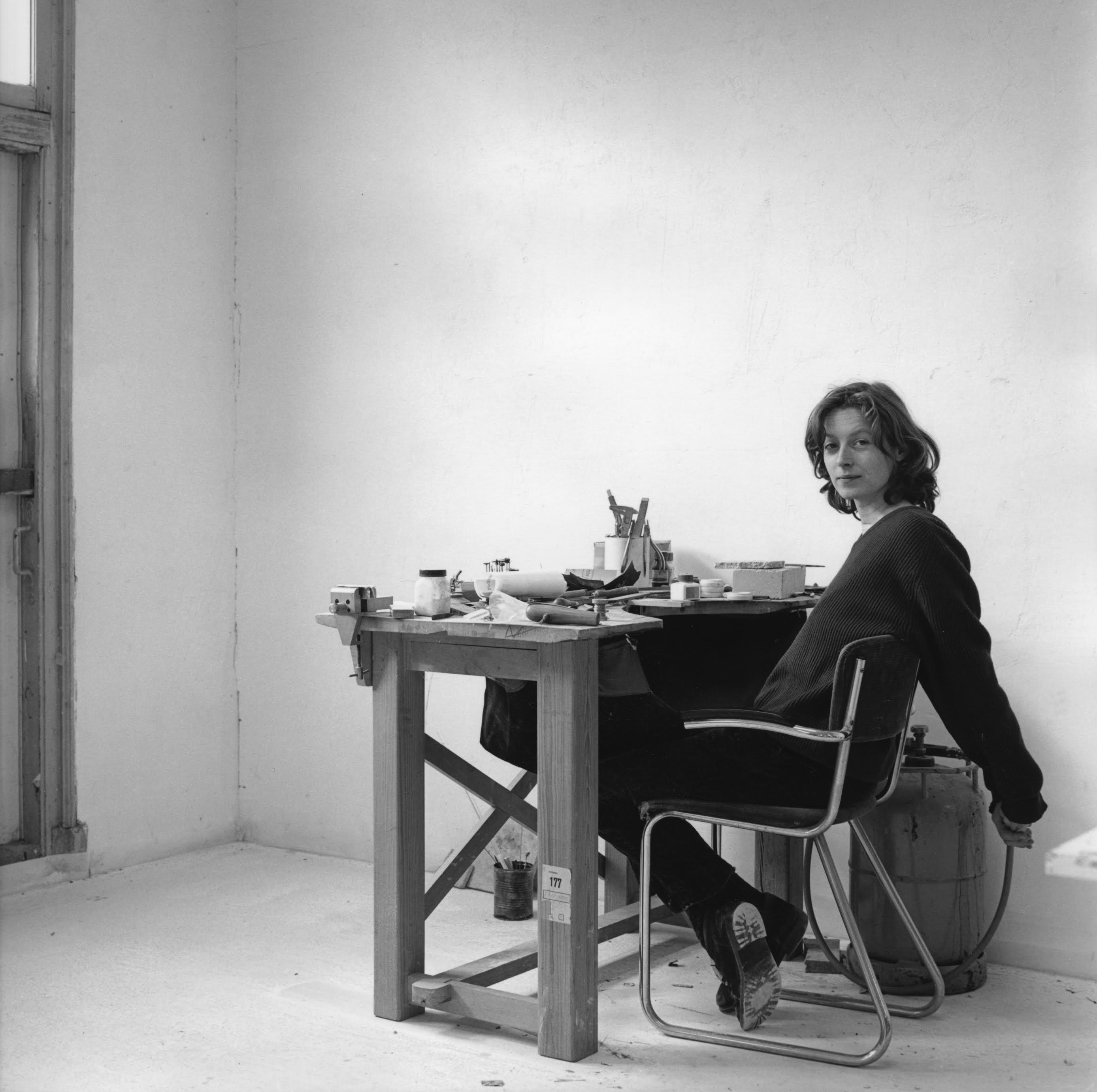 Julie Mollenhauer in haar atelier, 25 maart 1992, door Claartje Keur©