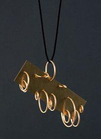 Otto Künzli, Thirteen Pendants, hanger, 2009. Foto met dank aan Galerie Marzee©