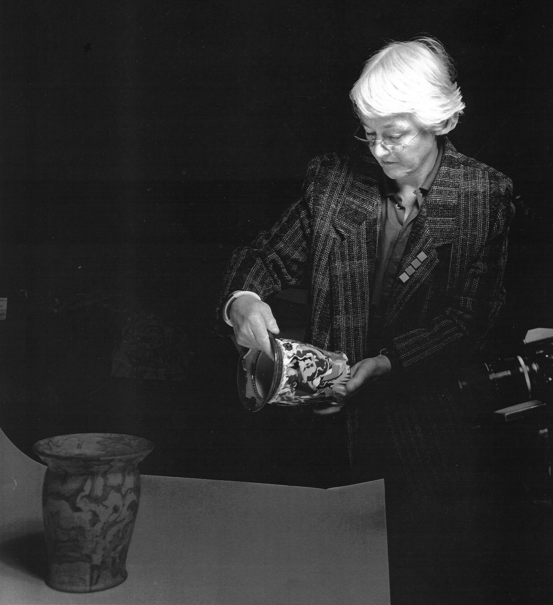 Riet Neerincx aan het werk voor het Gemeentemuseum Arnhem, 1986. Foto met dank aan Clara de Goede©