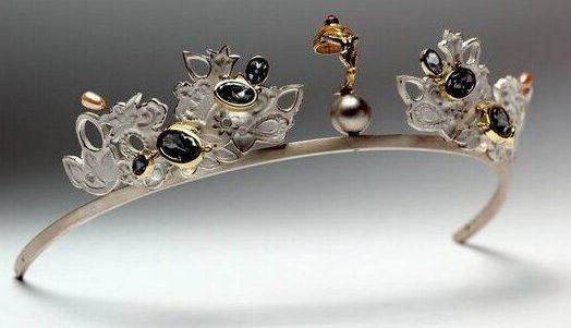 Truike Verdegaal, Thuis tiara, diadeem, 2001. Foto met dank aan SMS©