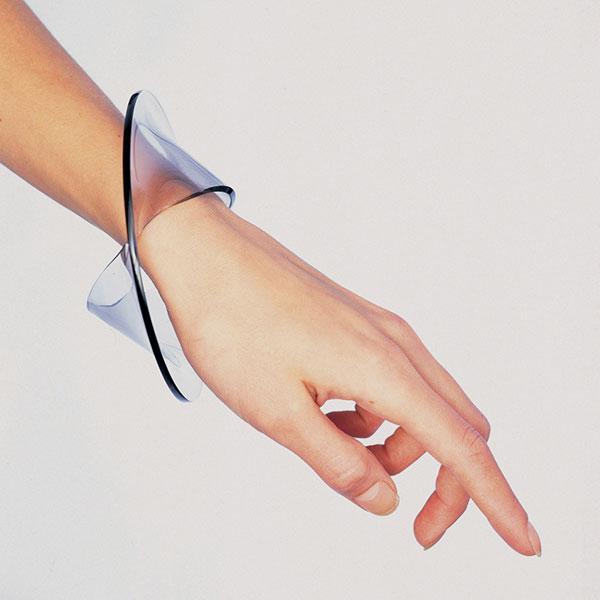 Gijs Bakker, armband. Foto met dank aan Gallery Funaki©