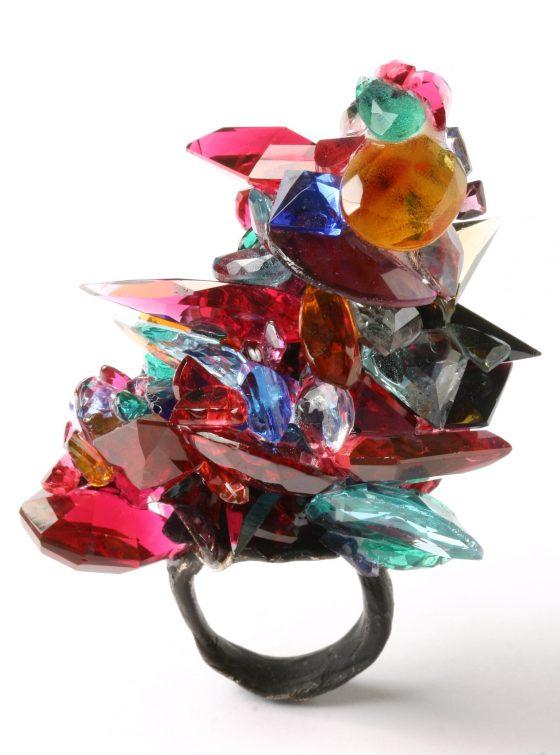 Karl Fritsch, ring, 2008. Collectie Espace Solidor. Foto met dank aan ADAGP, Karl Fritsch©