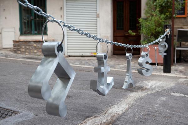 Liesbet Bussche, Urban jewellery, Suzy's charms, 2012. Foto met dank aan Liesbet Bussche©