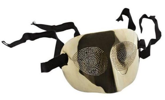 Man Ray, Optic topic, masker, ontwerp 1974, uitgevoerd door GEM Montebello 1978 (75/100). Foto met dank aan SMS©