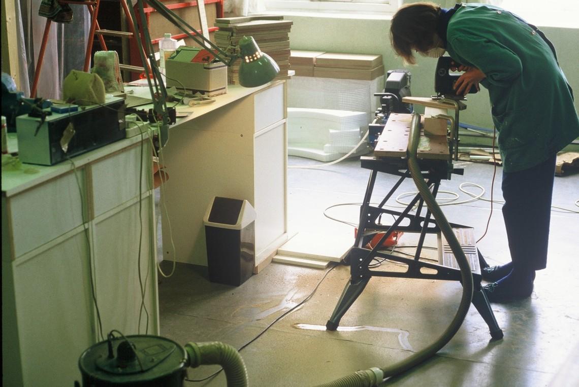 Maria Hees in haar atelier, 1985. Foto met dank aan Maria Hees©