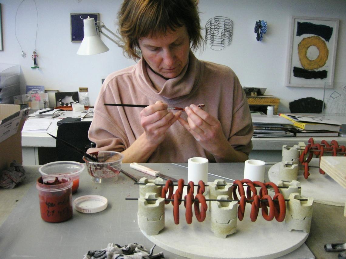 Maria Hees in haar atelier, 2006. Foto met dank aan Maria Hees©