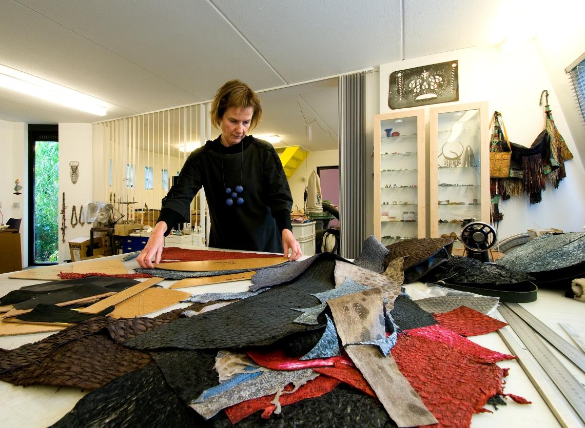 Maria Hees in haar atelier, 2010. Foto met dank aan Maria Hees, Thijs Quispel©