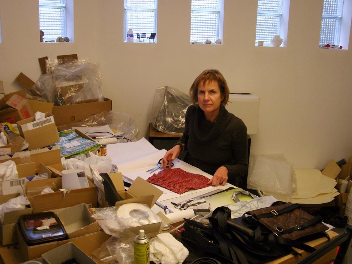Maria Hees in haar atelier, 2010. Foto met dank aan Maria Hees©