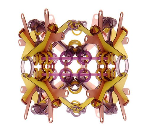 Svenja John, Badabag, armband, 2012. Foto met dank aan Gallery Funaki, Marion Schonenberger©
