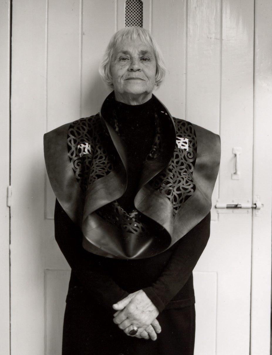 Thea Tolsma, moeder met halssieraad. Foto met dank aan Thea Tolsma©