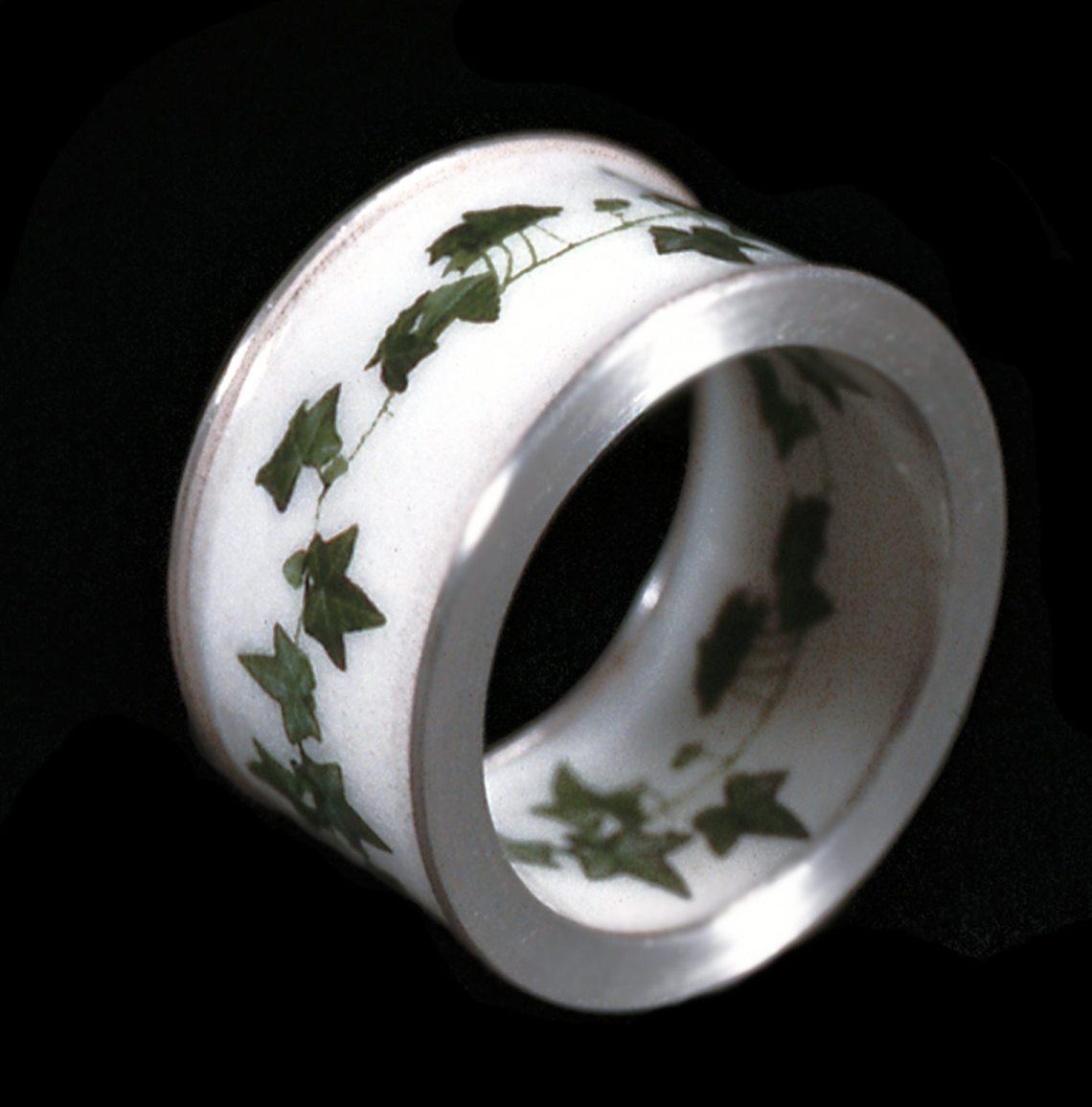 Susanne Klemm, Ivy, ring, 2003. Foto met dank aan Susanne Klemm©