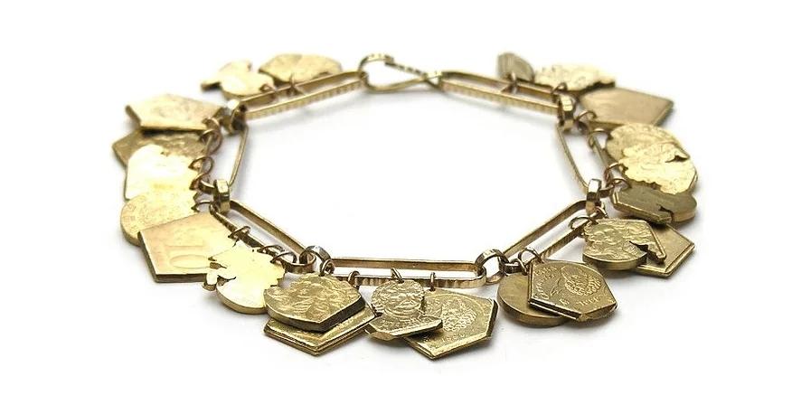 Christopher Thompson Royds, European Charms, armband, 2012. Foto met dank aan Christopher Thompson Royds©