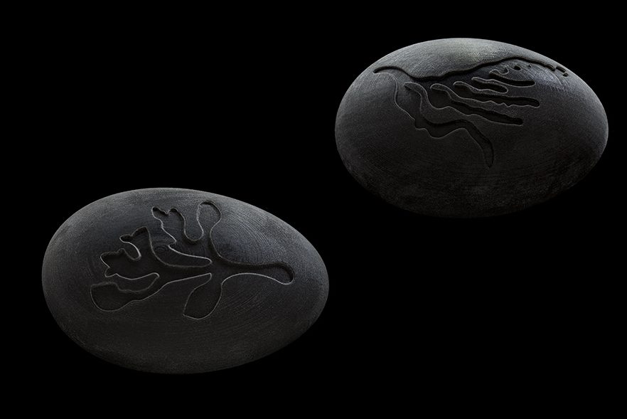 Susanne Klemm, Black, Black Pebbles, 2010. Foto met dank aan Susanne Klemm©