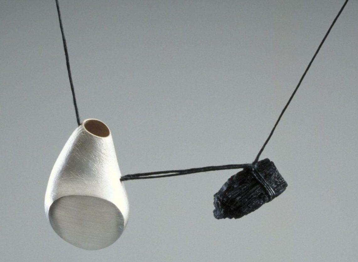 Iris Bodemer, hanger, 1999. Foto met dank aan Stichting Françoise van den Bosch©