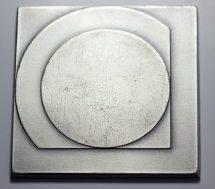 Françoise van den Bosch, ontwerp voor penning met logo metro Rotterdam, 1967-1968. Foto met dank aan Stichting Françoise van den Bosch©