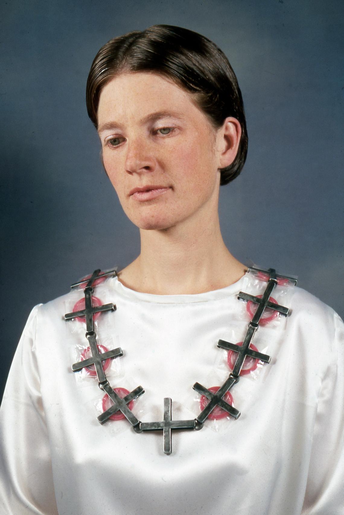 Susanne Klemm, Carpe Diem, halssieraad, 1996. Foto met dank aan Susanne Klemm©