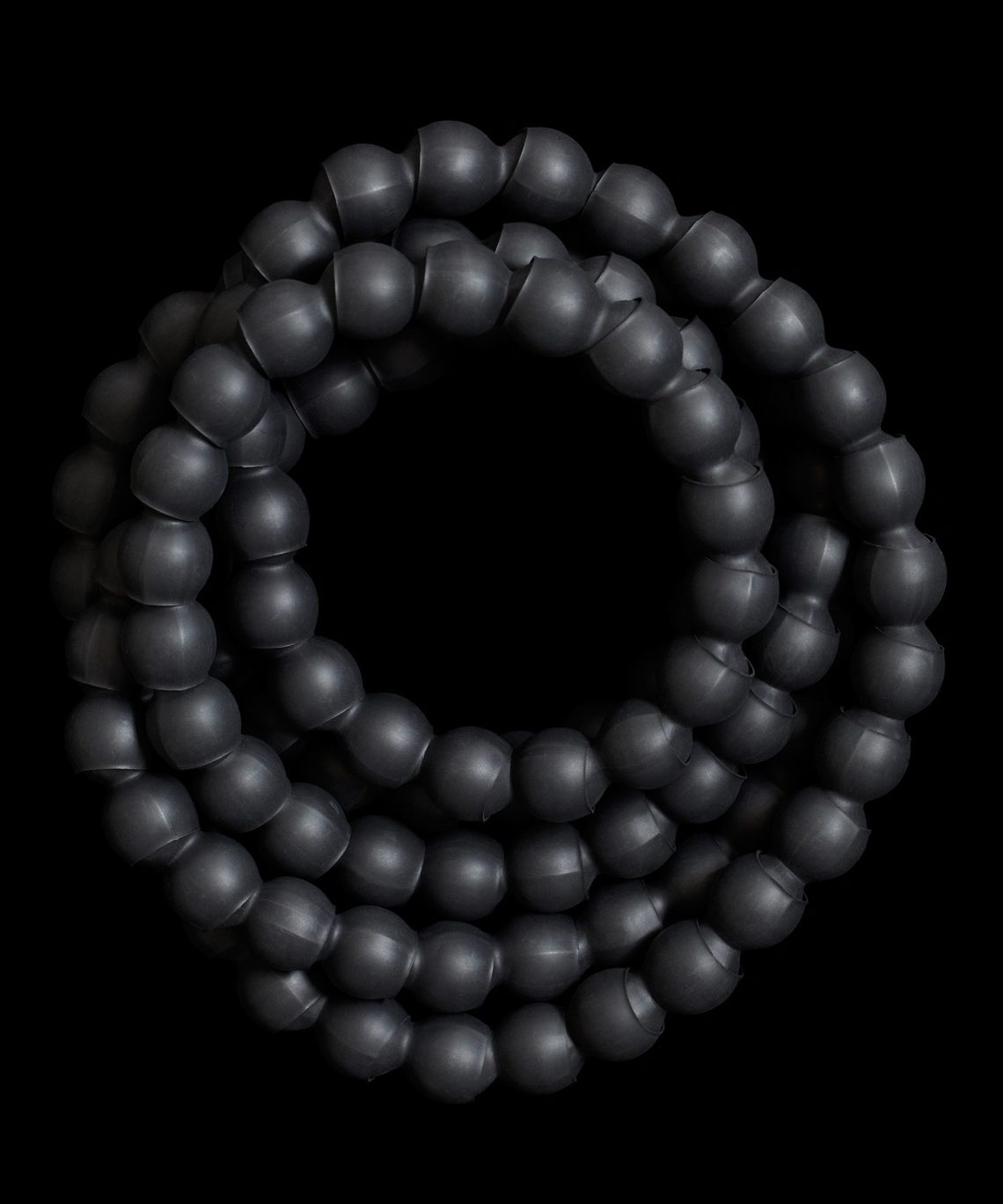 Susanne Klemm, Black, Caviar, halssieraad, 2010. Foto met dank aan Susanne Klemm©