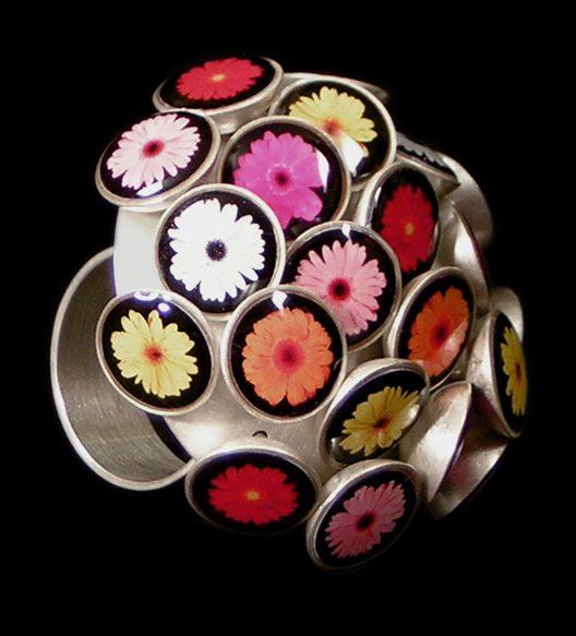 Susanne Klemm, Chrysanth 2, ring, 2003. Foto met dank aan Susanne Klemm©