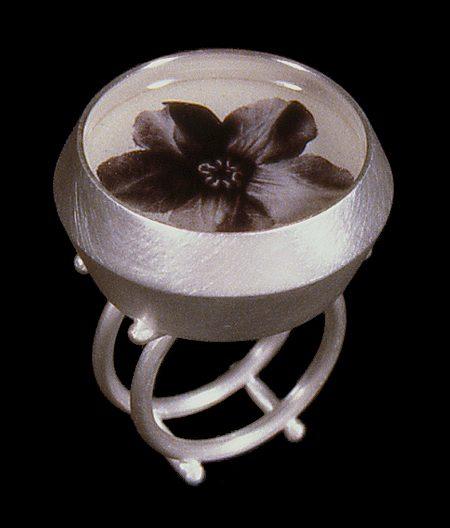 Susanne Klemm, Cobea Scandens, ring, 2003. Foto met dank aan Susanne Klemm©