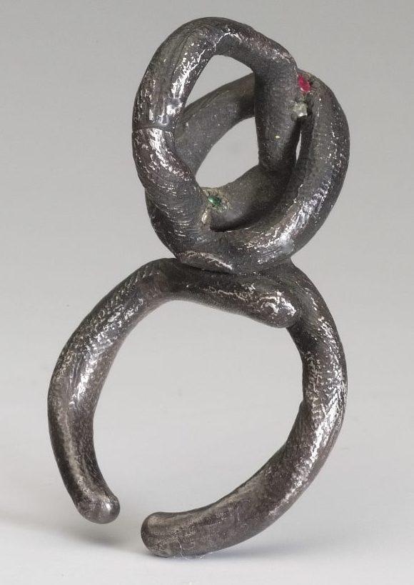 Karl Fritsch, ring, 2000. Foto met dank aan Stichting Françoise van den Bosch©