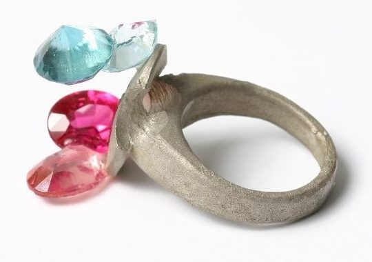 Karl Fritsch, ring, 2006. Foto met dank aan Stichting Françoise van den Bosch©