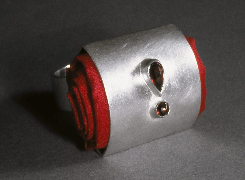 Susanne Klemm, Harriet Freezer ring, 1998. Foto met dank aan Susanne Klemm©
