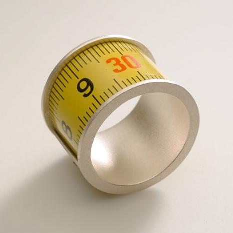 Kimmo Heikkilä, Measure Ring, ring, 2004. Foto met dank aan Stichting Françoise van den Bosch©