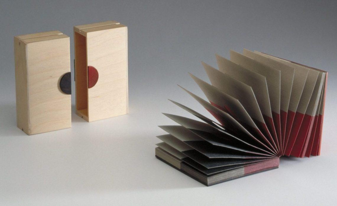 Nel Linssen, ontwerp trofee, 1992. Foto met dank aan Stichting Françoise van den Bosch©