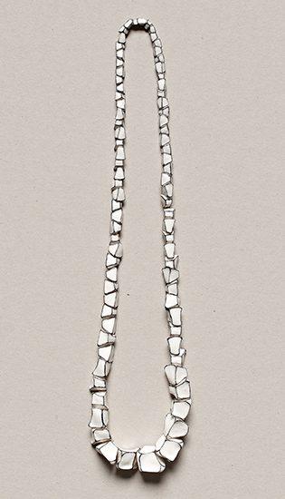 Manon van Kouswijk, Perles d'Artiste, halssieraad, 2011. Foto met dank aan Gallery Funaki©