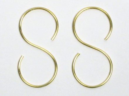 Marc Monzó, Hook Erarrings, oorsieraden. Foto met dank aan Gallery Funaki©