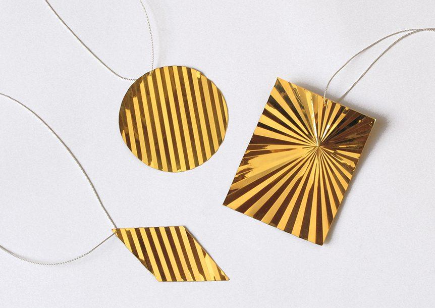 Marc Monzó, Sun Pendants, hangers. Foto met dank aan Gallery Funaki©