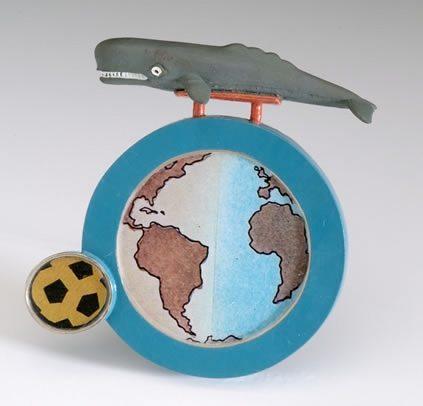 Xavier Monclús, The Whale's Playground, broche, 2004. Foto met dank aan Stichting Françoise van den Bosch©