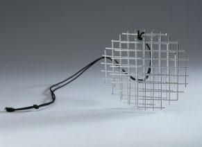François Morellet, hanger, 1972. Foto met dank aan Stichting Françoise van den Bosch©