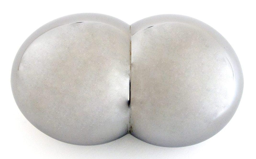 Noon Passama, Extra Button, broche, 2011. Foto met dank aan Stichting Françoise van den Bosch©