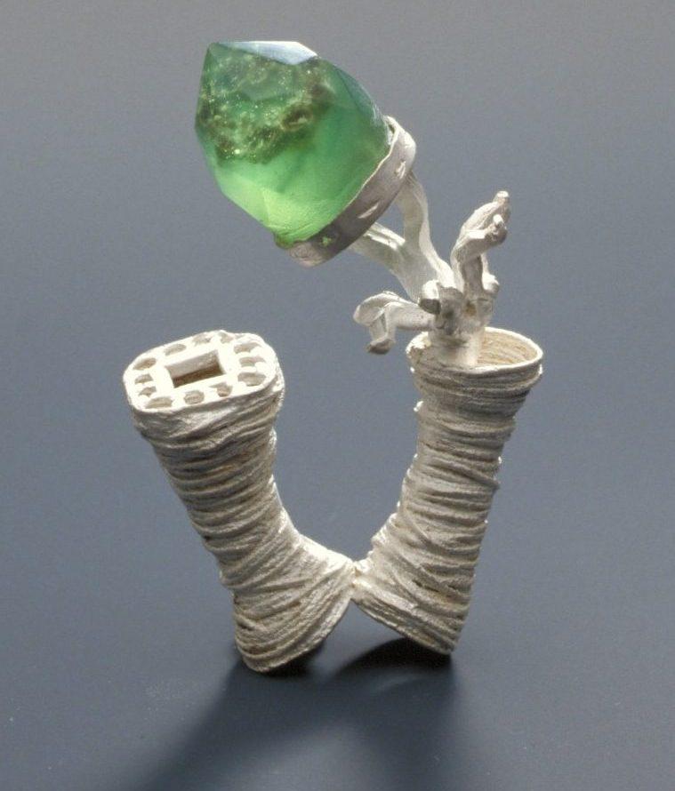 Andrea Wagner, ring, 1997. Foto met dank aan Stichting Françoise van den Bosch©