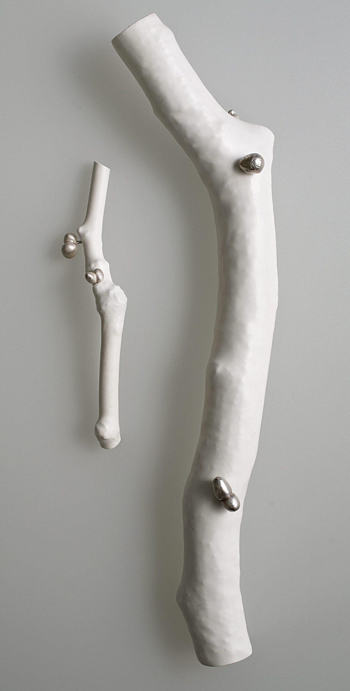 Susanne Klemm, Frozen, Wrapped, broches, 2007. Foto met dank aan Susanne Klemm©