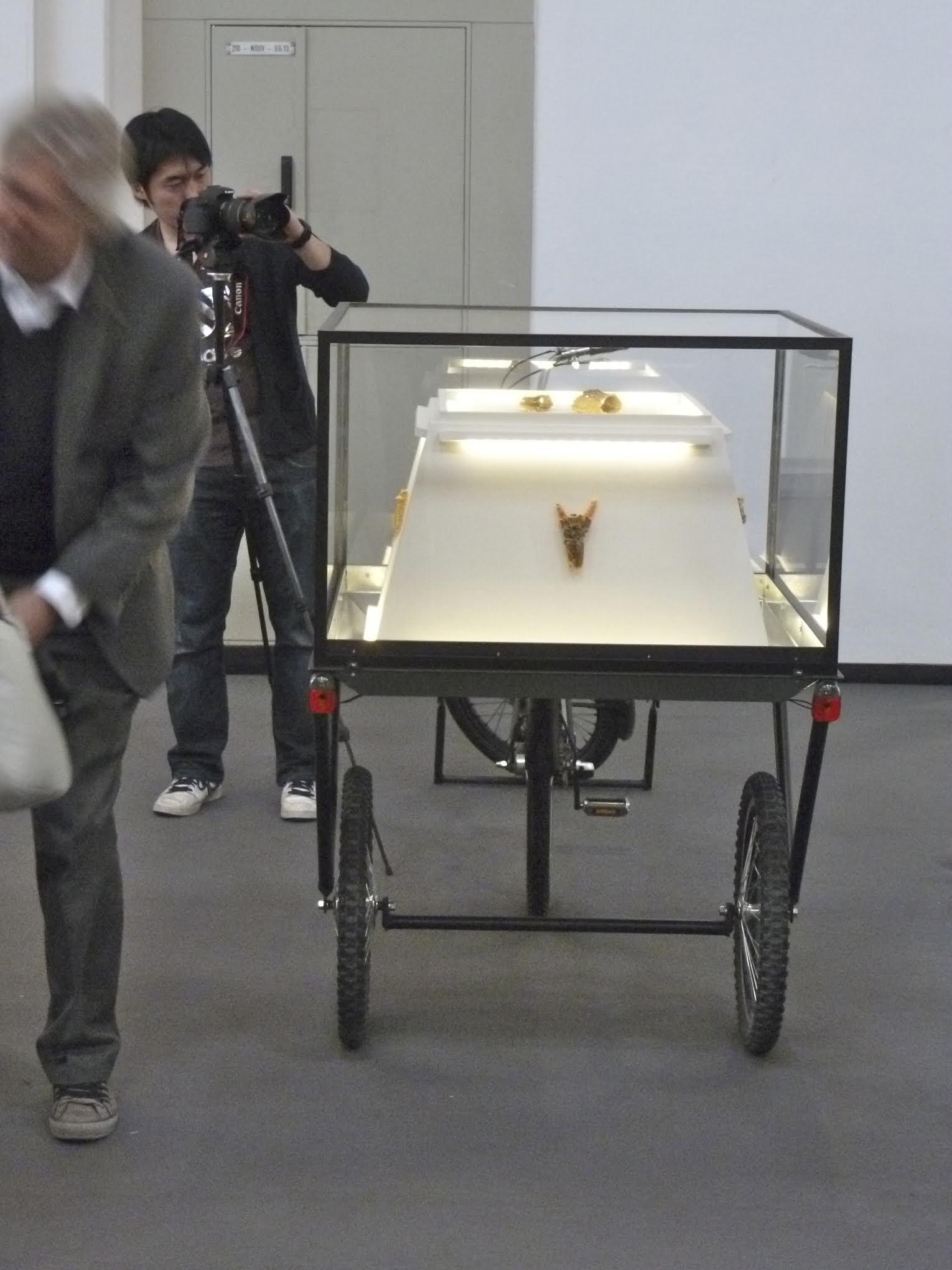 Akihiro Ikeyama's bakfiets in München, maart 2012. Foto met dank aan Galerie Rob Koudijs©