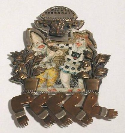 Betsy King, Punch and Judy fought for a pie, broche, 1993. Foto met dank aan SMS©