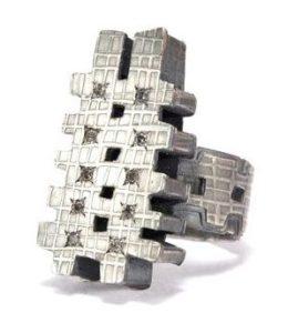 Helen Britton, ring. Foto met dank aan Galerie Rob Koudijs©