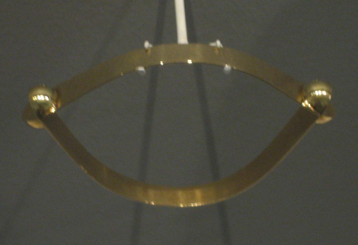 Riet Neerincx, Twee kwartbollen, armband, 1969. Museum Arnhem, koepelzaal, juli 2017. Foto Esther Doornbusch, CC BY 4.0