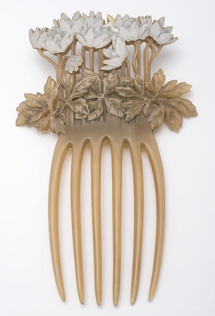 René Lalique, haarkam, 1899, Collectie Museum für Kunst und Gewerbe Hamburg, 1900.433, publiek domein