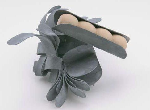 Lucy Sarneel, Bundle I, broche, 2010. Foto met dank aan Galerie Marzee©