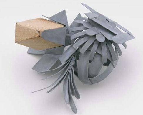 Lucy Sarneel, Bundle II, broche, 2010. Foto met dank aan Galerie Marzee©