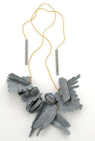 Lucy Sarneel, Love Power, halssiraad, 2010. Foto met dank aan Galerie Marzee©