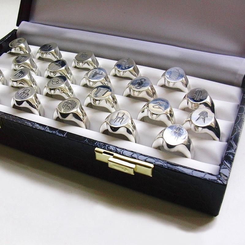 Ted Noten, Design Icons, ringen, 2005. Foto met dank aan Galerie Rob Koudijs©