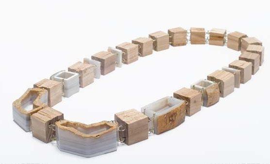 Beate Klockmann, Container Stripes, halssieraad, 2010. Foto met dank aan Galerie Marzee©