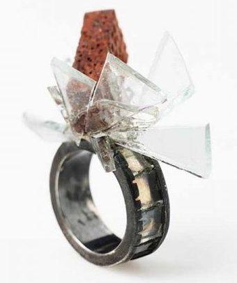 Ulrich Reithofer, Bague Brick, ring, 2009. Foto met dank aan Galerie Marzee©