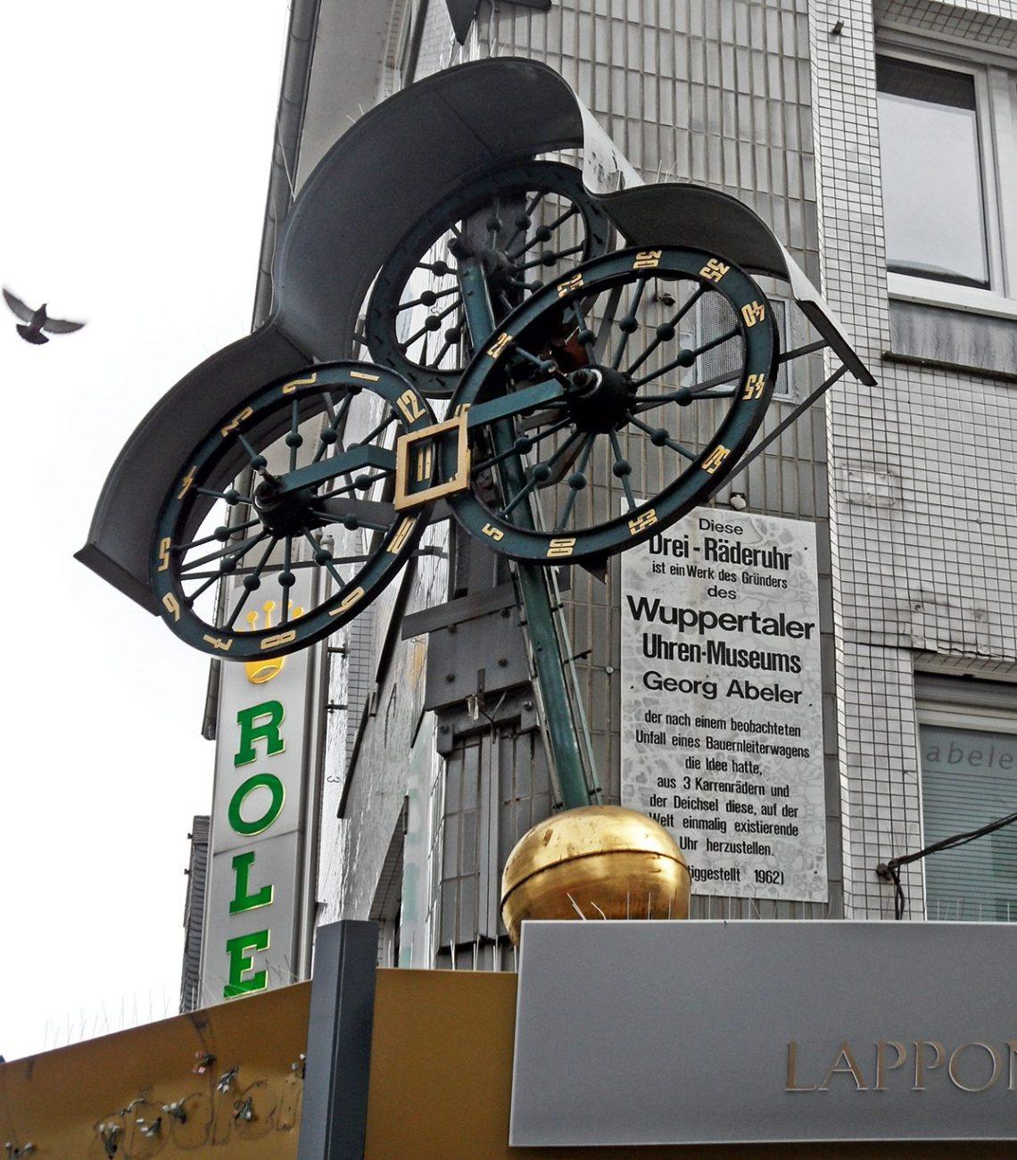 Wuppertaler Uhrenmuseum, Drei-Räder-Uhr, 13 februari 2016. Foto met dank aan onnola, CC BY-SA 2.0